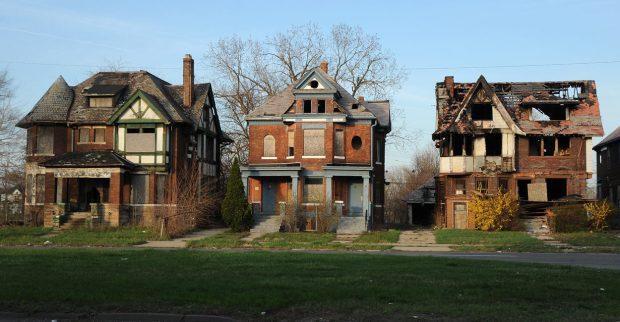 AbandonedHouses-1250x650.jpg